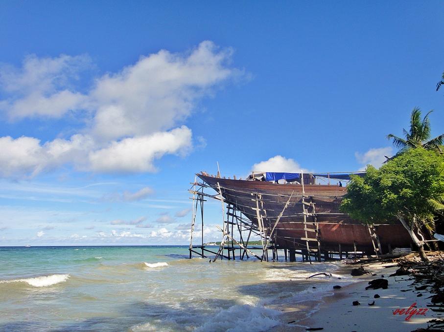 Pembuatan Kapal Phinisi Tanjung Bira