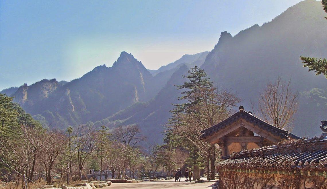 Hiking in South Korea: Jirisan vs Seoraksan