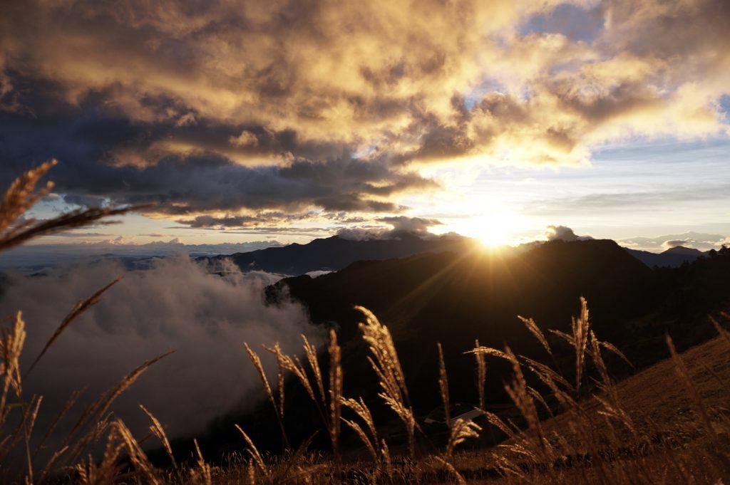 sunrise hiking snow mountain tawan