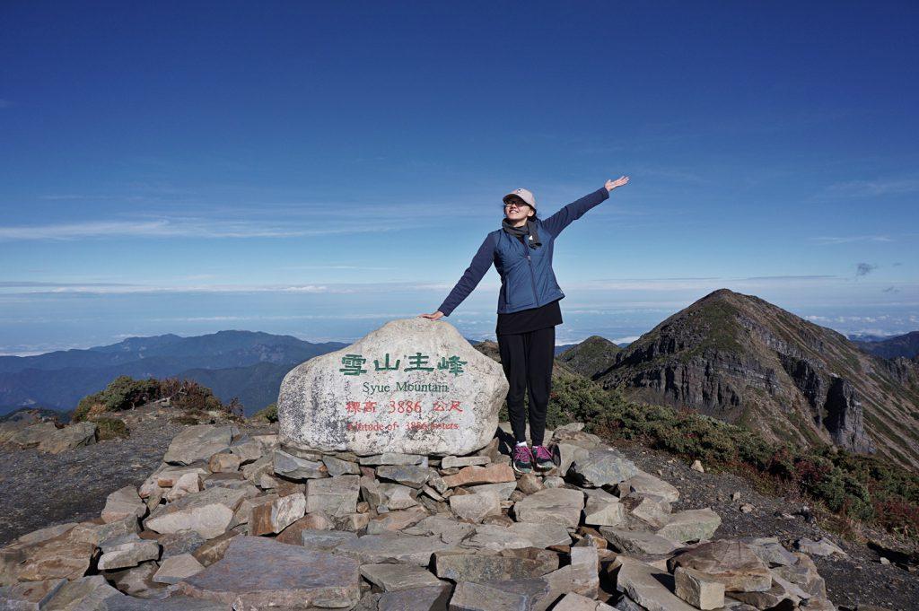 hiking snow mountain taiwan main peak